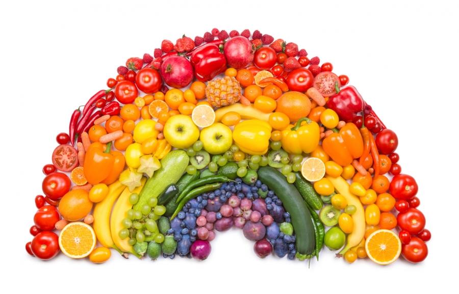 Wakacyjne jedzenie – kilka praktycznych wskazówek