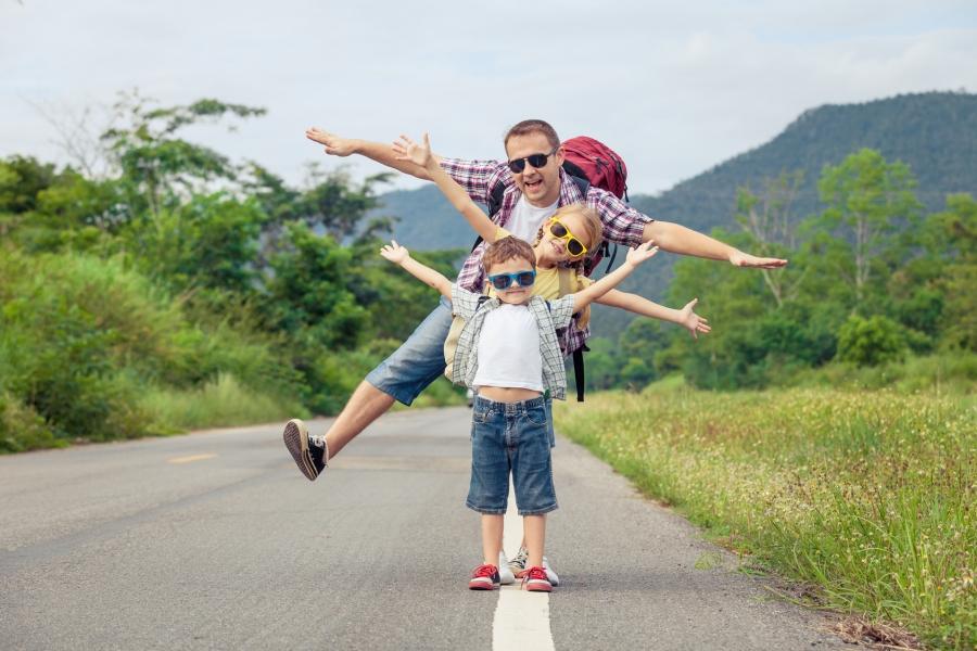 Wakacje z dzieckiem – jak spędzać je w domu, w podróży i poza domem?