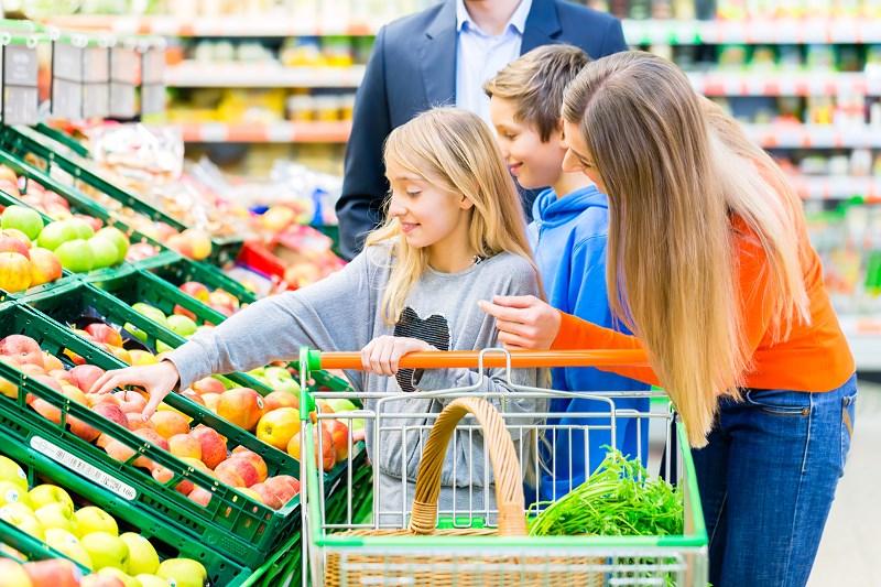 rodzice dzieci zakupy-Resizer-800